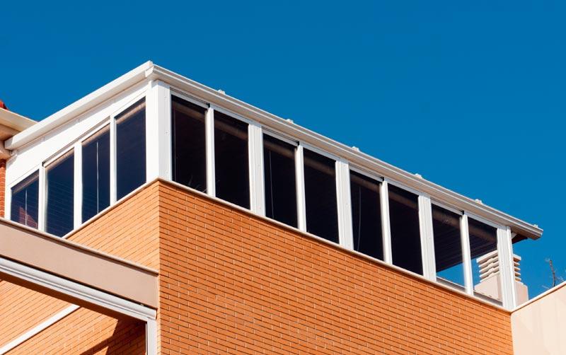 Cerramiento de terraza en tico con perfil de aluminio 2 for Cerramiento aluminio terraza