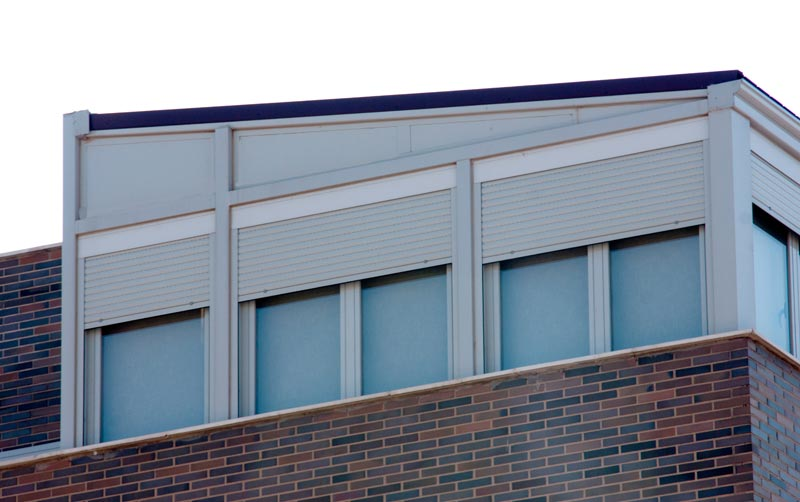 Cerramiento de terraza en tico con perfil de aluminio - Cerramientos de aluminio para balcones ...