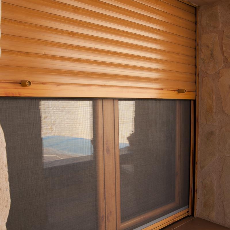 Ventana con persiana y mosquitera aluminer albacete for Ventanas con persianas incorporadas