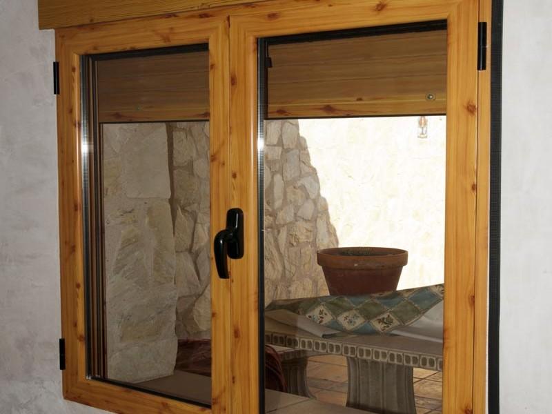 Ventanas de aluminio en albacete aluminer carpinter a for Ventanas de aluminio con marco de madera