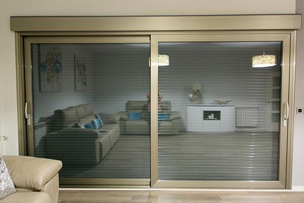 Puertas aluminio y pvc en albacete for Puertas interiores de aluminio y cristal