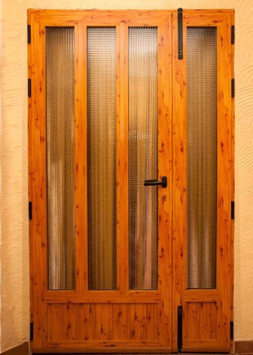 Puertas imitacion madera las puertas seccionales con for Puertas imitacion madera exterior