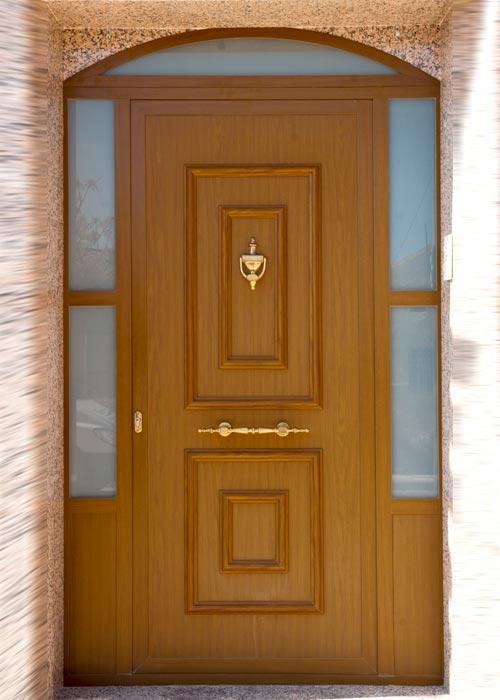 Puertas aluminio y pvc en albacete for Modelos de puerta de madera para casa