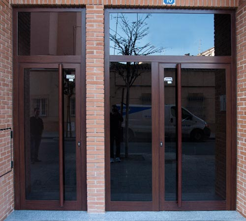 Puertas aluminio y pvc en albacete - Portales de madera ...